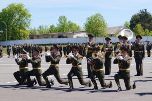 Дефиле военного оркестра 6-й отдельной гвардейской механизированной бригады