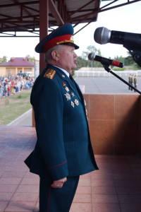 Гвардейцев поздравляет воин-интернационалист полковник в отставке Олег Хватынец