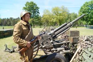 В ходе реконструкции сражения Великой Отечественной войны (8)