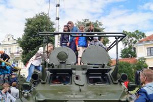 Детвора на выставке вооружения, военной и специальной техники (3)