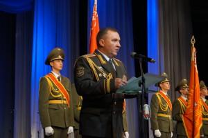 Выступает командующий войсками ЗОК генерал-майор Виктор Хренин (2)