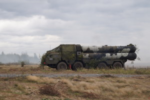 Пусковая установка ЗРК С-300 в ходе смены позиции