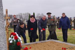 Возложение цветов к братской могиле воинов Первой мировой войны (3)