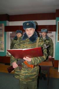 Военнообязанные, призванные из запаса, принирмают Военную присягу (4)
