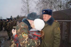Родители поздравляют рядового Александра Сардаковского с принятием Военной присяги (2)