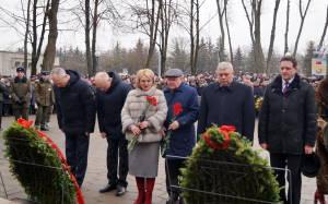 В ходе возложения венков и цветов к мемориалу воинам-интернационалистам (2)